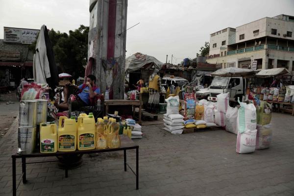 الغارديان: سرقة مليشيا الحوثي للمساعدات الغذائية مجرد &#34غيض من فيض&#34