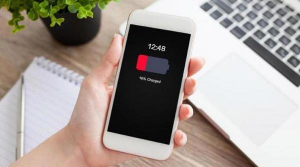 9 تطبيقات تضر بطارية هاتفك