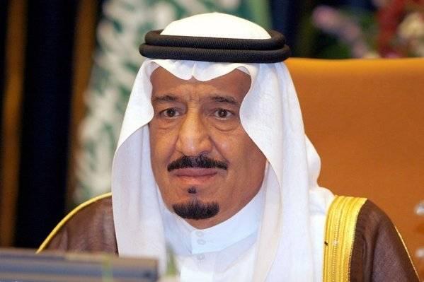 العاهل السعودي يعيد تشكيل مجلس الوزراء