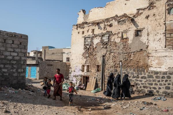 انفجار عبوة زرعها الحوثيون يودي بحياة رجل وشقيقتين في حيس بالحديدة