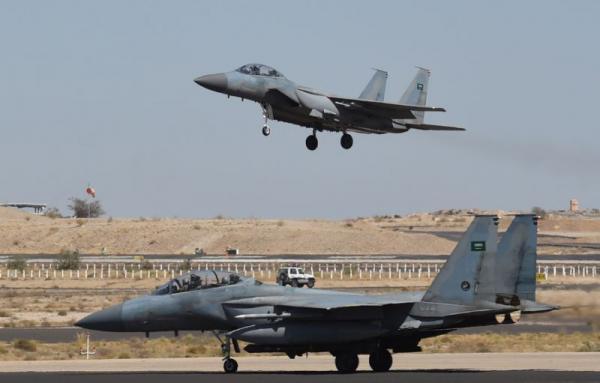 التحالف يدمّر دبابة للحوثيين وغارات تخلف قتلى بصعدة