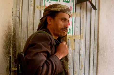 الحوثيون يعتدون على مسن بمدينة ذمار