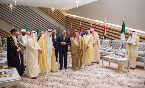 تداول صورة &#34عزلة&#34 ممثل قطر بالقمة العربية.. وسلطان بن سحيم: مؤسف ما وصلنا إليه