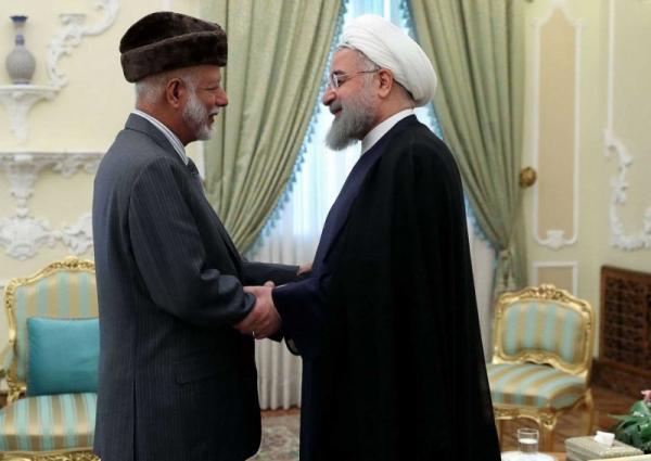طهران تهدّد واشنطن علناً وتفاوضها سراً
