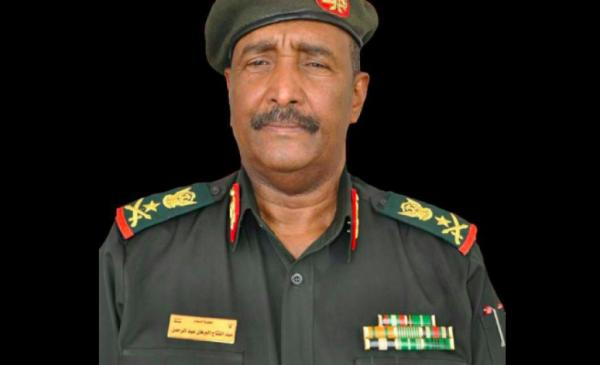 رئيس المجلس العسكري السوداني يصل إلى مصر في أول زيارة خارجية