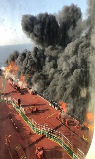 حقائق- أحدث ما ورد عن هجمات استهدفت ناقلتين في خليج عمان