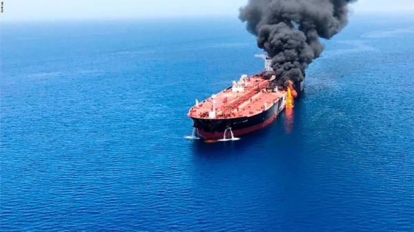 زوارق إيرانية تمنع سحب إحدى الناقلتين المنكوبتين في خليج عُمان