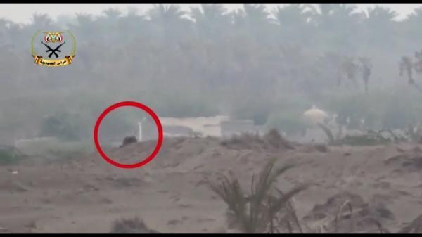 فيديو- وحدة مكافحة القناصة في حراس الجمهورية تردي قناصاً حوثياً جنوبي الحديدة