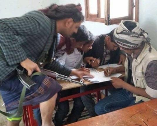 مسلحون حوثيون يقتحمون عدداً من المراكز الإمتحانية بذمار