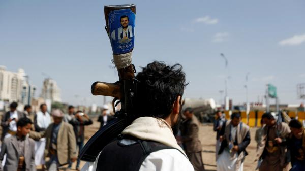 """""""الخليج"""": كلما اشتد الخناق على النظام الإيراني زادت الهجمات الحوثية على المملكة"""