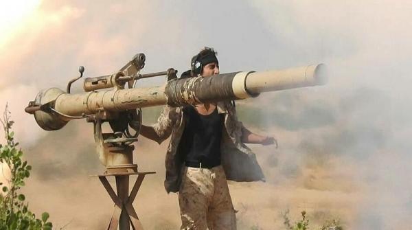 """صواريخ """"المشتركة"""" تدمر آليات حوثية وتقتل من كان على متنها شمال الضالع"""