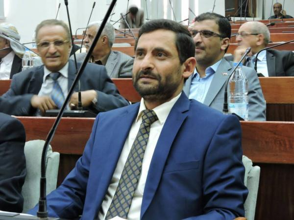 مليشيا الحوثي تحاصر منزل البرلماني بشر وتعتقل عدد من مرافقيه بصنعاء