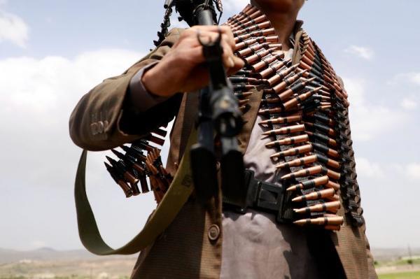 مقتل أربعة من عناصر مليشيا الحوثي على يد شاب حاولوا إجباره على الذهاب إلى الجبهات