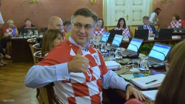 الحكومة الكرواتية تعقد اجتماعها بقمصان المنتخب الوطني بعد التأهل لنهائي المونديال