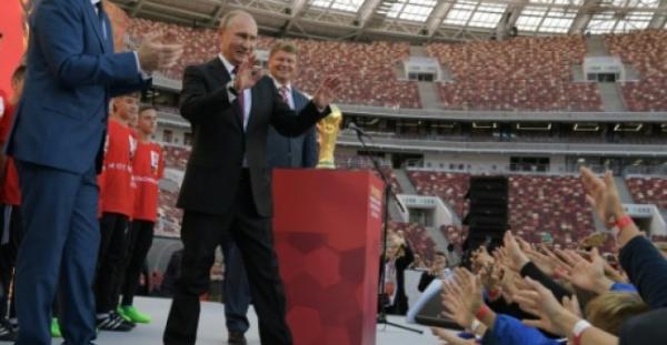 بوتين يحضر نهائي كأس العالم لكرة القدم الى جانب قادة من العالم