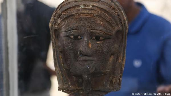 اكتشاف قناع أثري نادر في مصر وورشة تحنيط