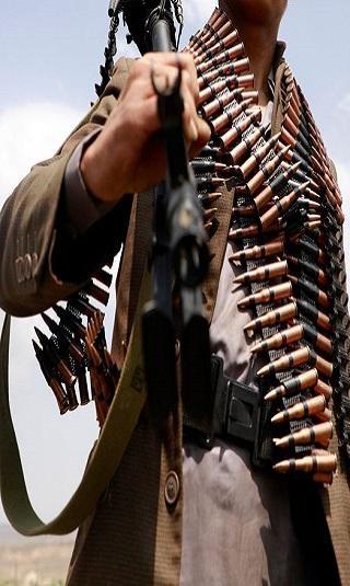 عناصر الحوثي يفرون بأسلحتهم والمليشيا تشكل لجان جرد للمخازن وتبحث عن ذخائر