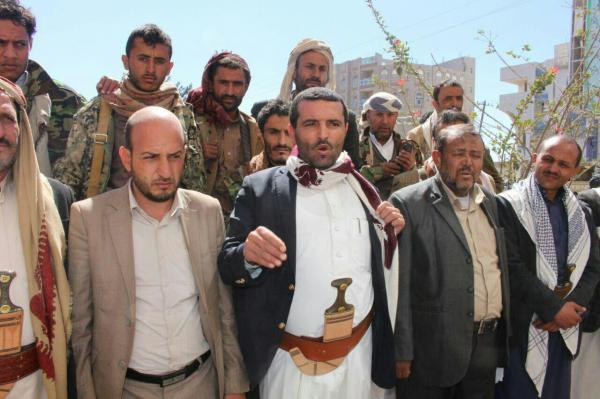 محافظ المليشيا بذمار يرضخ أخيراً لتهديدات الحوثيين.. وقبيلة عنس: ما قام به المقدشي إهانة لكل أبناء القبيلة