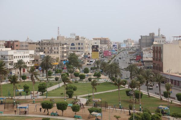 مسؤول يتحدث عن اشتباكات دارت في شارعي موسى وجمال بين شباب الحديدة ومليشيا الحوثي