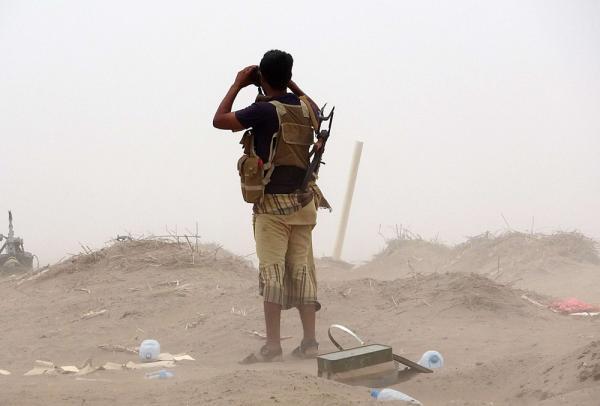 شاهد- مليشيا الحوثي فجرت بوابة مدينة الحديدة وكثفت زراعة الألغام في خط كيلو 16 عقب ما لحقها من هزائم