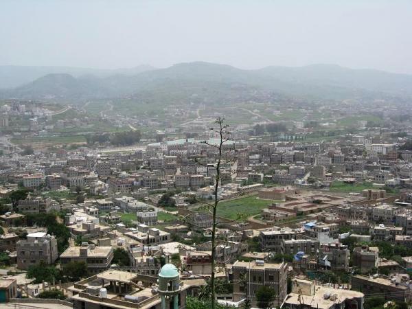 إب: مليشيا الحوثي تبيع منازل وأراضي استولت عليها بالقوة