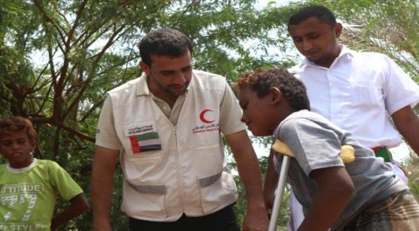 الهلال الإماراتي يغيث الأسر الناجية من مجزرة مليشيات الحوثية جنوب الحديدة
