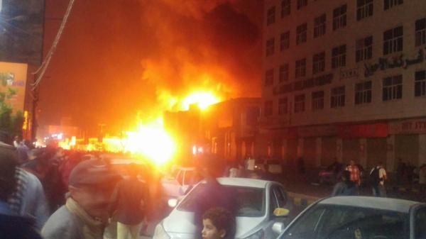 نشوب حريق كبير في حوش تابع للمستشفى اليمني الألماني بصنعاء
