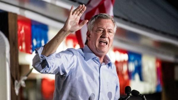 عمدة نيويورك ينسحب من السباق الديمقراطي للانتخابات الأمريكية