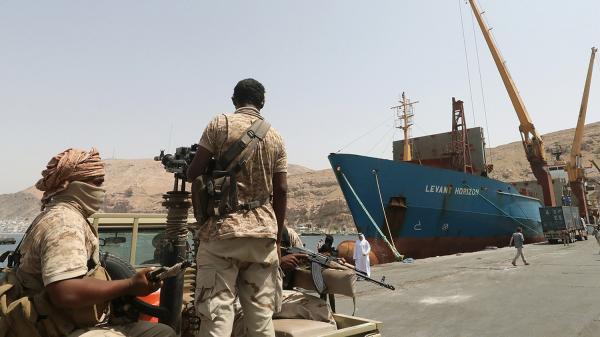 مجلة امريكية: اسلحة ايران للحوثيين تهدد الملاحة الدولية