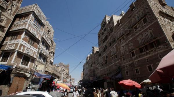 تجدد مطاردة الباعة الجائلين والبساطين في العاصمة صنعاء باستثناء &#34كشك الزوامل&#34