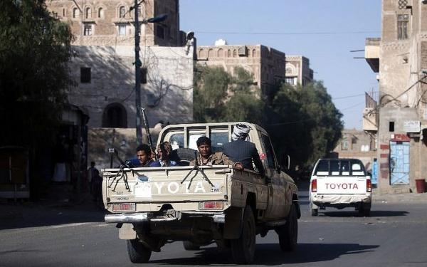 الحوثيون يختطفون مواطنين بإب رفضوا الاعتداء على مقبرة (أسماء)
