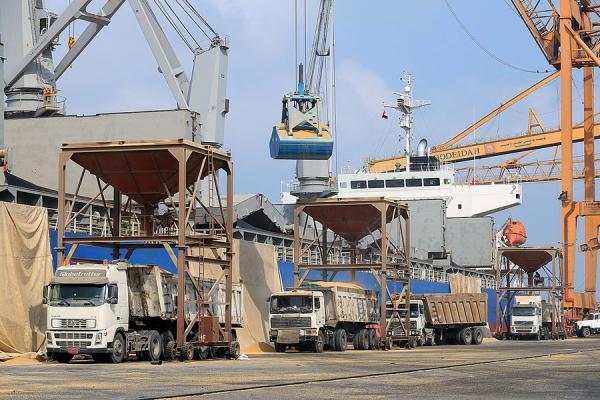 الأنباء الفرنسية: مليشيا الحوثي تلغم ميناء الحديدة الاستراتيجي