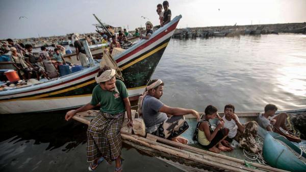 مليشيا الحوثي تختطف 18 صياداً رفضوا تسليم زوارقهم في الحديدة