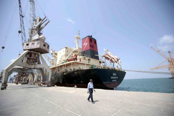 برعاية أممية.. مليشيا الحوثي تواصل تهديد الملاحة الدولية وقتل اليمنيين