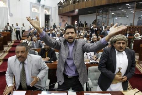 البرلماني عبده بشر: الحوثيون سلمو ميناء الحديدة لامريكا واسرائيل
