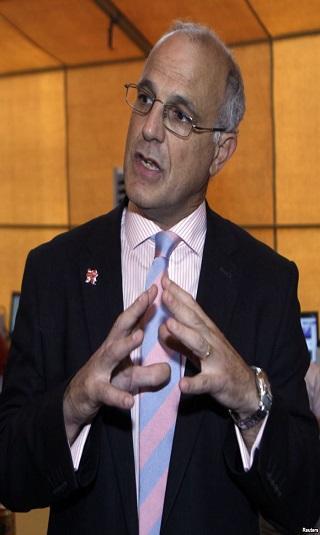 """السفير البريطاني لـ""""خبر"""": أعدت تغريدة ناطق الحوثيين لأنه """"أظهر إيجابية تستحق التشجيع"""""""