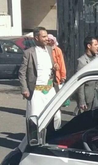 وكيل العاصمة &#34السقاف&#34 المعين من الحوثي يغلق مطعماً بعد قيامه بأعمال بلطجة وتصوير فتيات