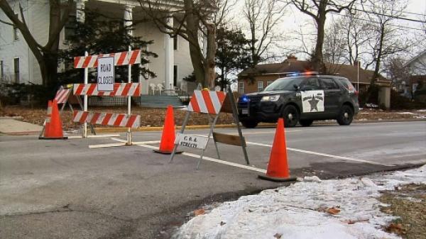 موظف أمريكي مطرود يقتل خمسة من زملائه ويصيب خمسة شرطيين قرب شيكاغو