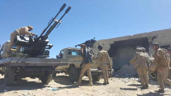 احتدام المعارك في البيضاء.. والحوثيون يجبرون المشايخ على دعمهم بمقاتلين