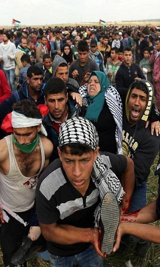 الأوبزرفر: المواجهات الدامية في غزة قد تهدم بيت الشرق الأوسط كله