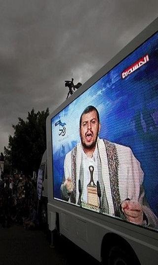 خاص- زعيم مليشيا الحوثي يلتقي مديري البنوك في صنعاء