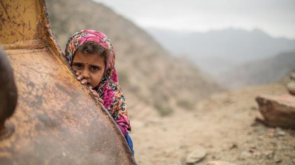 السياسات اللا إنسانية للحوثيين.. الجبهات مقابل الغذاء