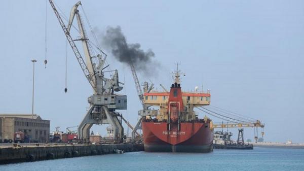 مليشيات الحوثي تمنع باخرة قمح من تفريغ حمولتها بميناء الحديدة