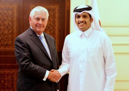 وزير الخارجية الأمريكي يبدأ محادثات صعبة بالخليج لإنهاء أزمة قطر