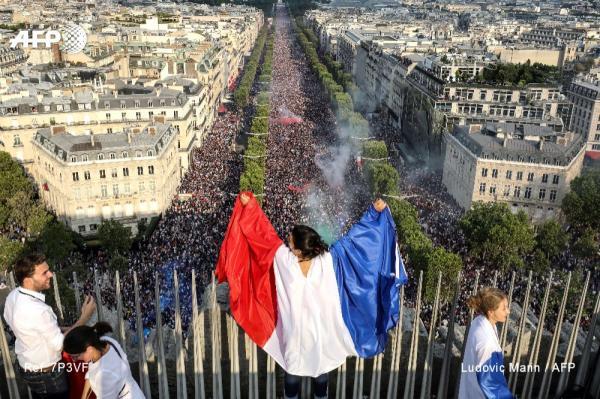 فرنسا تحتفل بتتويجها التاريخي في كأس العالم