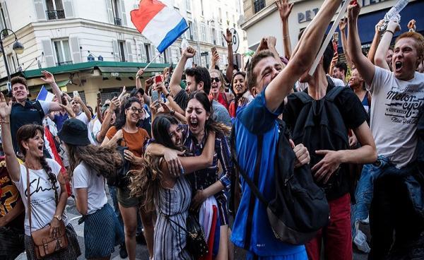 باريس: &#34سلب ونهب&#34 في الشانزلزيه بعد التتويج بالمونديال