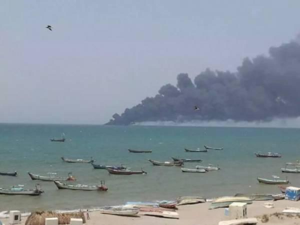 شهداء وجرحى في قصف جوي استهدف قوارب بجزيرة غرب اليمن