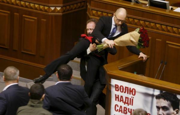 صور- عندما يتقاتل السياسيون