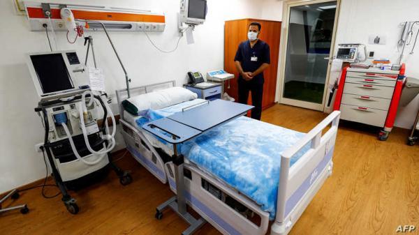 أطباء مصريون يستخرجون هاتفا من معدة مريض